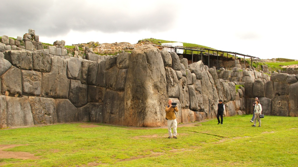 91 Saqsayhuaman perspective with Ron Moorehead