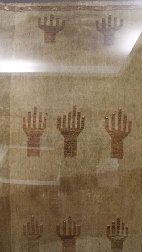 Amano Museum - Six fingers